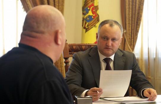 {Додон: Документы, разрабатываемые в госучреждениях, должны быть и на русском языке} Молдавские Ведомости