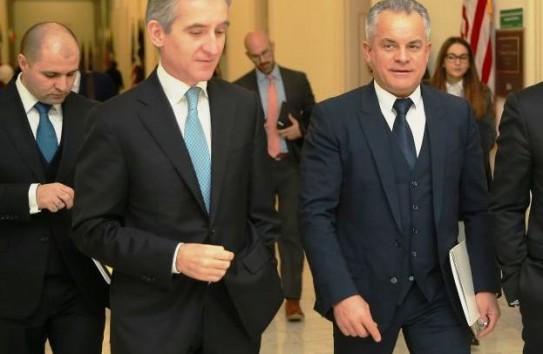 """Слусарь: """"Просто премьер"""" бесплатно уступил 23 процента акций системного банка"""